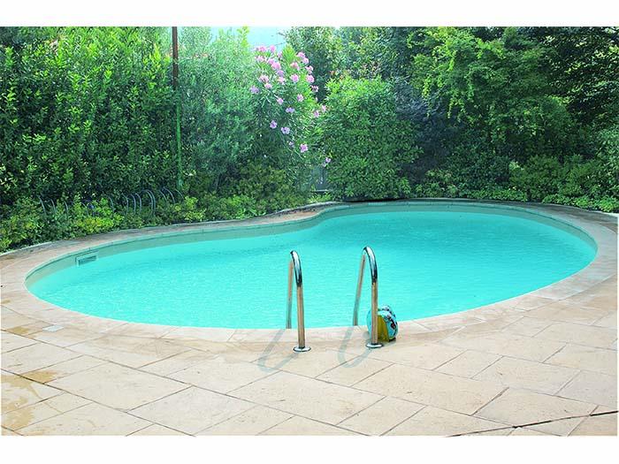 готовый бассейн на природе с лестницей