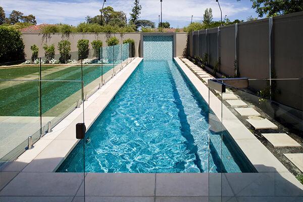 Бетонный бассейн с гидромассажной зоной